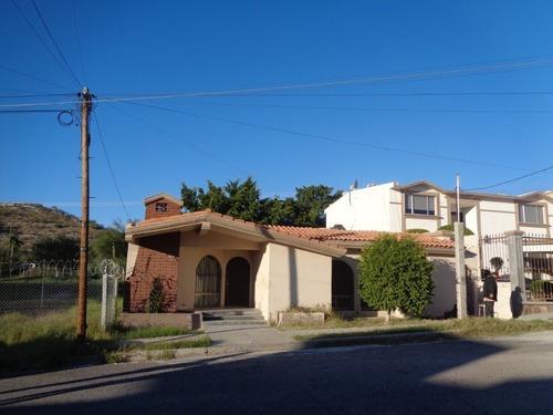 Casa Venta De Un Nivel, Tres Recamaras La Principal Con Baño, Al Norte En Hermosillo