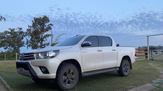 Toyota Hilux 2.8 Cd Srv Tdi 177cv 4x4 At 2017