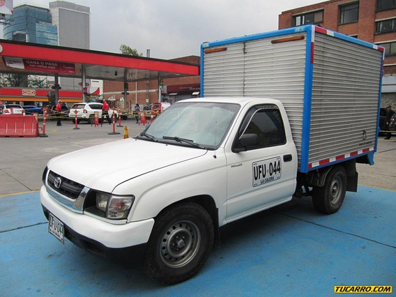 Furgón Toyota Hilux.