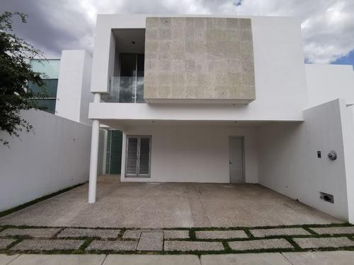 Casatuya, Casa En Venta En Loretta, Aguascalientes.