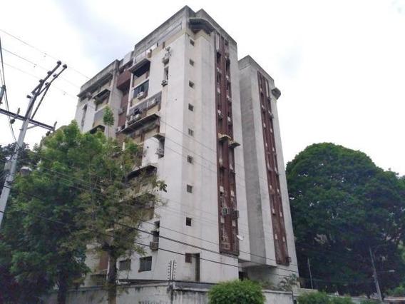 20-18433 Apartamento En Venta Urb Los Caobos Maracay/ Wjo