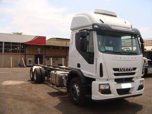 Iveco 240e28 Ano 2013 Truck Teto Alto Leito Chassi