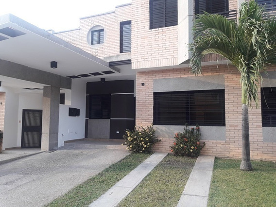 Sky Group Vende Townhouse En Los Mangos Math-144