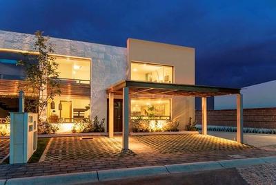 Exclusiva Casa Con Amplio Jardín A 8 Min De Galerías Metepec
