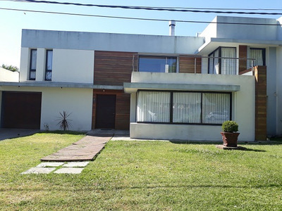 Alquiler Y Venta De Hermosa Casa A 1 Cuadra De La Rambla