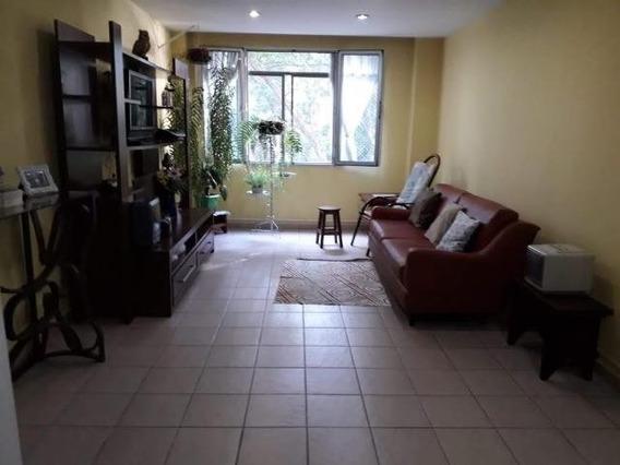 Apartamento Com 3 Cômodos E 2 Banheiros