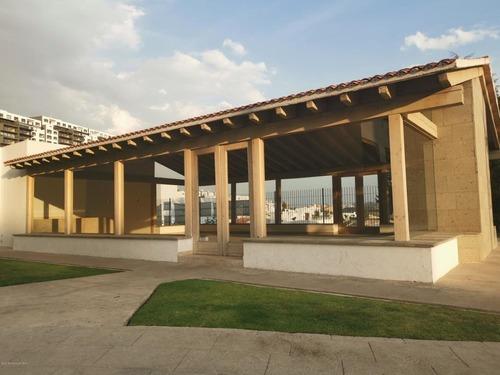 Departamento En Renta En Bosque Esmeralda, Atizapan De Zaragoza, Rah-mx-20-2487