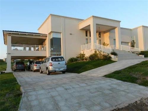 Casa  En Venta Ubicado En Centro (villa Carlos Paz), Punilla
