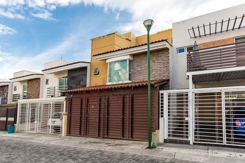 Casa En Venta En Fraccionamiento, Cerro Del Tesoro, Tlaquepaque, Jal.