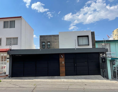 Imagen 1 de 11 de Linda Casa Remodelada En Lomas Verdes!