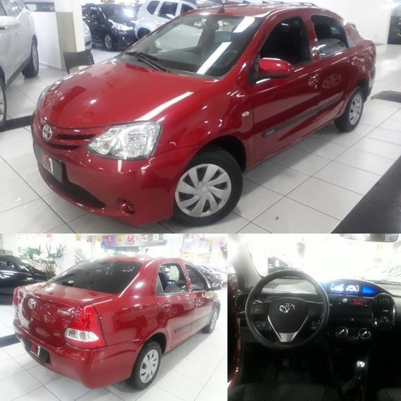 Toyota Etios Sedán 1.5 Flex 2017 Vermelho