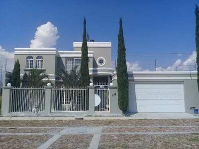 Fraccionamiento Praderas Del Laja - Hermosa Casa En Venta