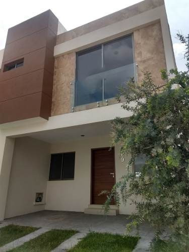 Altavista Vitana. Oportunidad Hermosa Residencia Coto Con Alberca.
