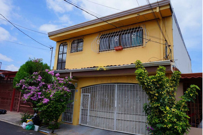 Se Vende Casa Con 3 Apartamentos En San Francisco De Heredia