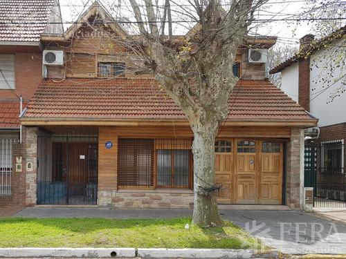 Venta De Casa 5 Ambientes Con Cochera Cubierta Y Patio En Don Bosco (26796)