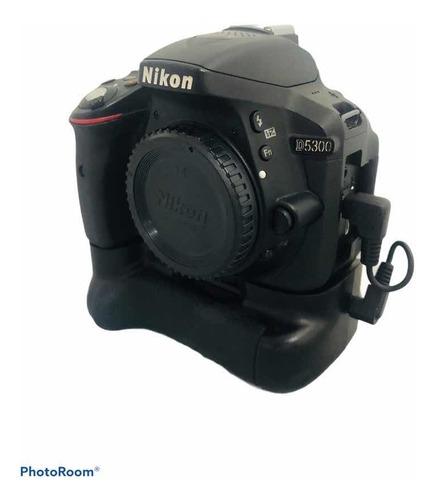Câmera Nikon D5300 Corpo + Grip Seminova 59.250 Cliques Wifi