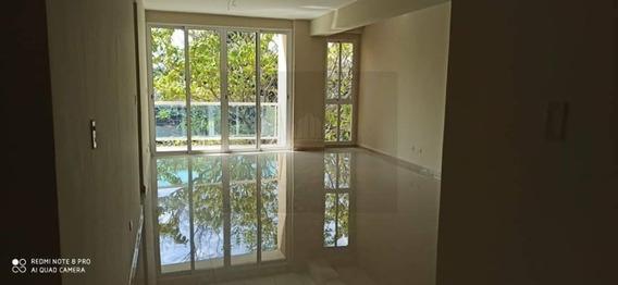 Apartamento En Res. Titanium Suites, Trigal Norte. Lema-486