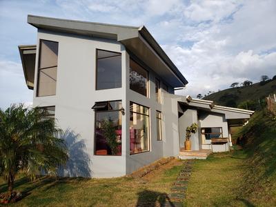 Bella Casa Con Hermosas Vistas En El Porvenir, San Carlos