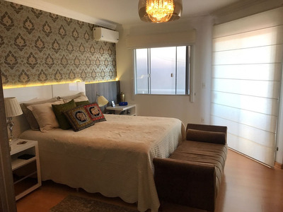Casa 3 Dormitórios, 219 M²