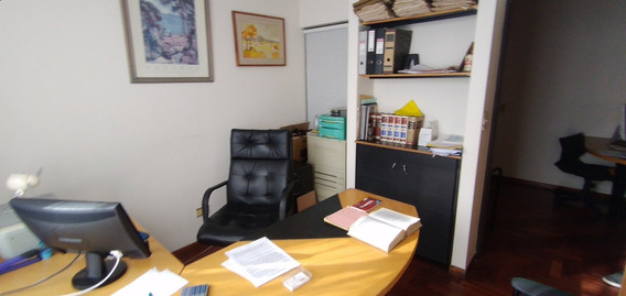 Oficina Frente A Casa De Gobierno
