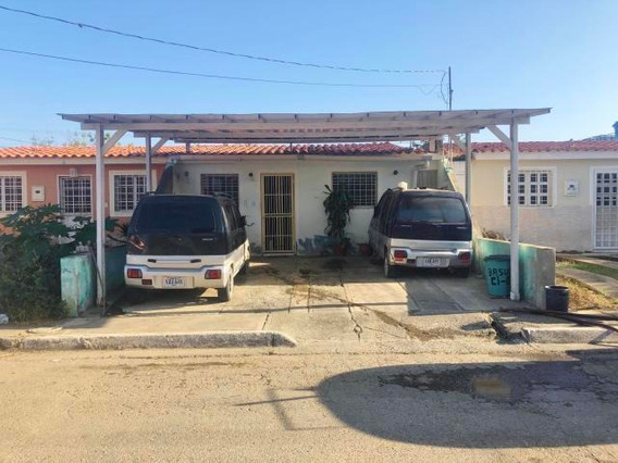 Casa En Venta Cabudare Lara 20-3659 J&m 04120580381