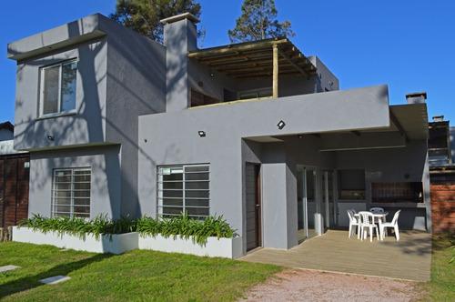 Moderna Casa - 2 Dormitorios -  80 Mts De La Playa-estufa