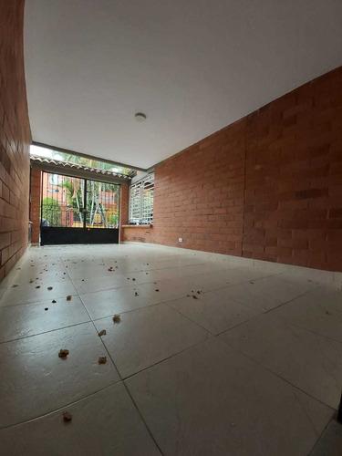 Venta De Casa De Dos Pisos En Caney, Sur De Cali 2054.