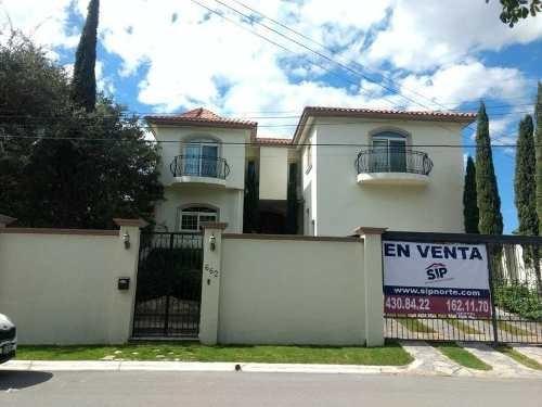 Residencia En Venta Al Norte De Saltillo Con Alberca