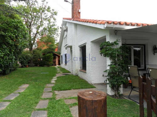 Casa Ubicada En Playa Mansa 6 Dormitorios- Ref: 1166