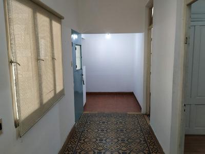 Sobre Avenida!! 2 Dormitorios Con Opción A 3!! Patio Cerrado