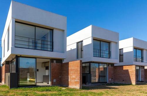 Duplex Venta -2 Dormitorios Y Cochera -estrenar -240 Mts 2 - Barrio Gambier