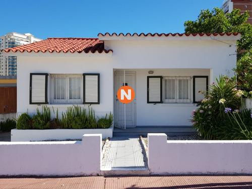 Casa En Venta, Mansa, Punta Del Este, 2 Dormitorios.- Ref: 208613