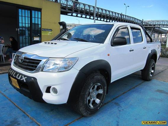 Toyota Hilux 2500cc 4x4 Mt Aa