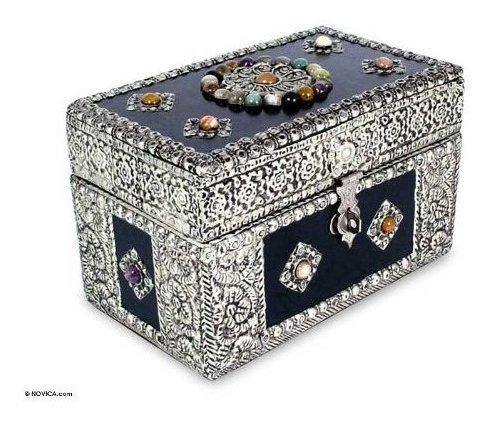 Caja De Joyeria De Bronce De Novica Repousse Cofre De Tesoro