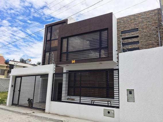 Casa De 2 Pisos En Zona Residencial Con Acabados De Primera