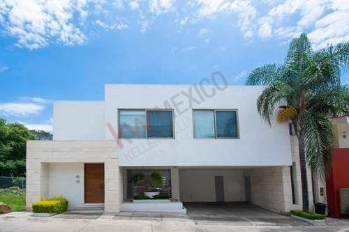 Casa En Venta. Fracc. Colorines, Vista Hermosa. Cuernavaca