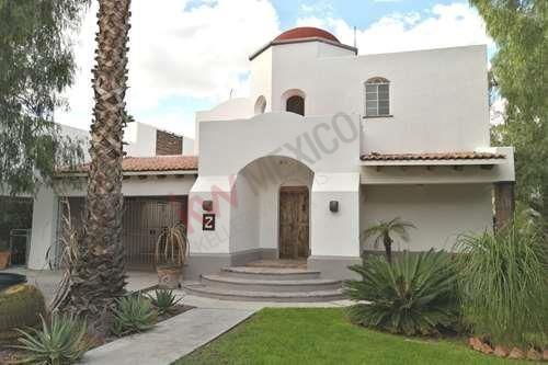 Bonita Casa En Venta Estilo Colonial Mexicano En Balvanera Polo Club