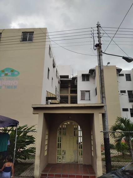 Apartamento En Venta En El Trebol 04145624656