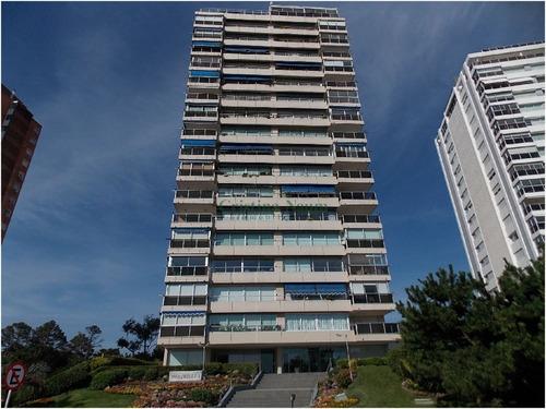 Apartamento En Primera Fila !!! , Oportunidad !!!! Construccion Pintos Risso- Ref: 3101
