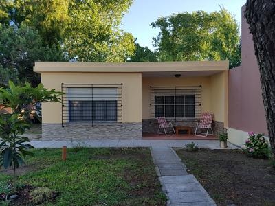 Casa De 4 Ambientes - 2 Baños En Aguas Verdes.