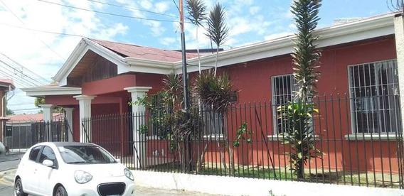 Hermosa Y Amplia Casa Alajuela
