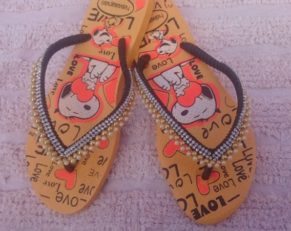 Chinelo Amarelo Com Estampa Do Snoopy Com Pérolas