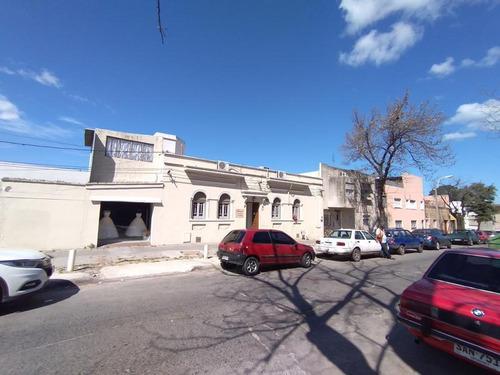 Casa En Venta 2 Domitorios, Altillo, Garage Y Patio - Paso Molino