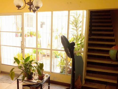 En Venta Ph Al Frente Con 2 Dormitorios Y Cochera.