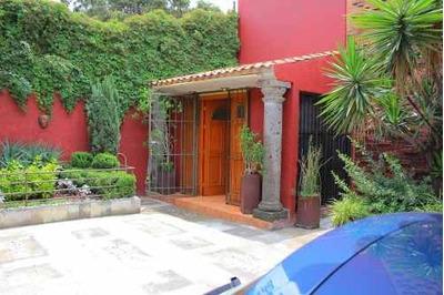 Casa De 3 Recamaras, 4 Estacionamientos Y Jardin
