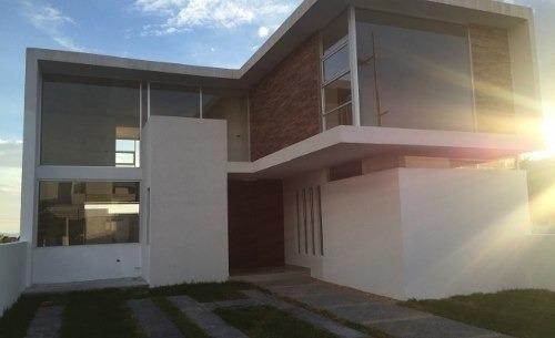 Se Vende Hermosa Residencia En Lomas De Juriquilla, Con Espa