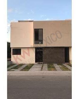 Venta De Casa En Lomas De Juriquilla, Nueva Y Con Excelentes Acabados.
