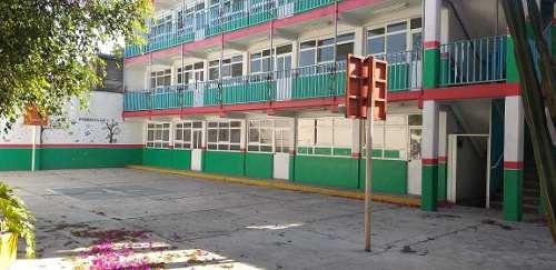 Edificio Comercial O Escuela Sobre Av. Tlahuac