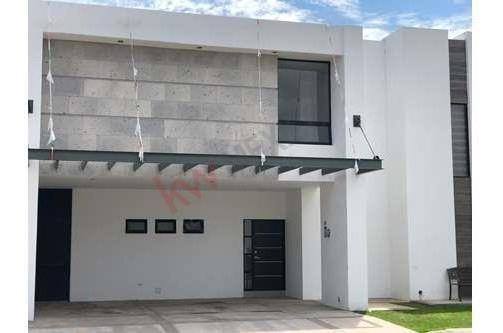 Padrisima Casa Nueva En Venta En Santa Barbara, Un Fraccionamiento Cerrado En Torreón Coahuila