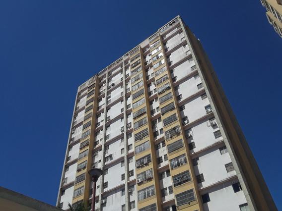 Ivan C Vende Apartamento En El Oeste 19-17531